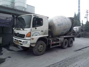 камион-мешалка HINO